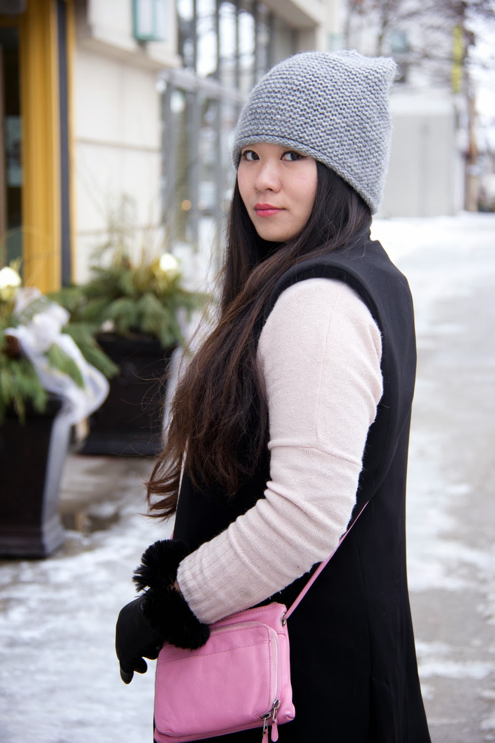 Zara-Grey-Beanie, Black-Sleeveless-Blazer, Light-Pink-Cardigan, Street-Style