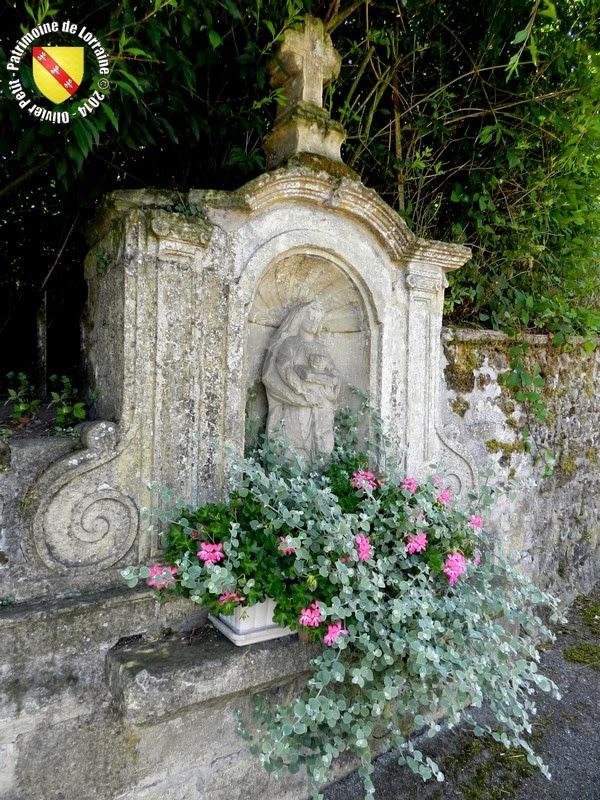 SAINT-OUEN-LES-PAREY (88) - Statue de Sainte-Ode (XVIIIe siècle)