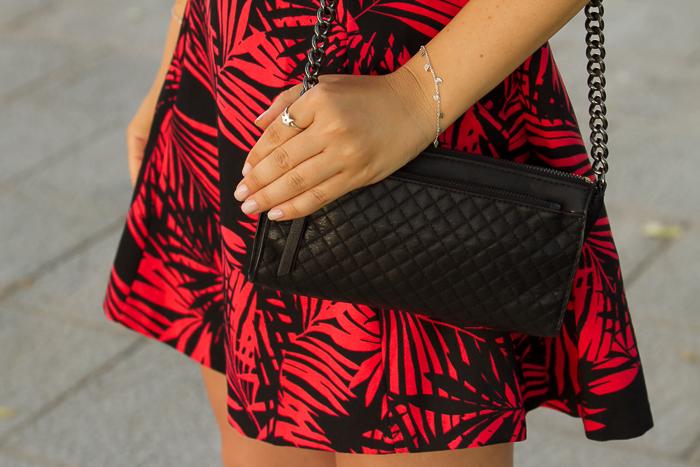 Bolso de cuero negro acolchado de Zara