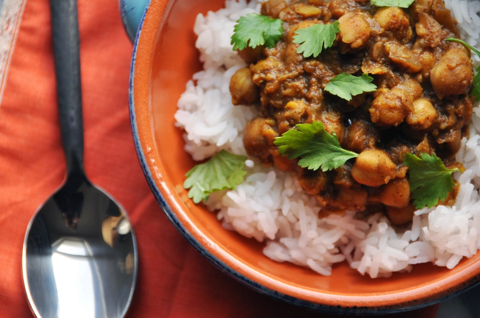 Easy Vegan Crockpot Chickpea Curry from Seeds & Thorns blog