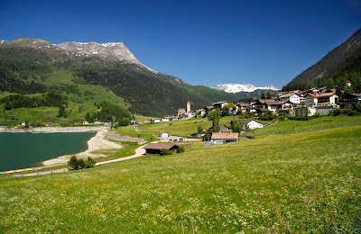 View of the village Resia (Reschen) in South Tyrol, Italy. - Italia.