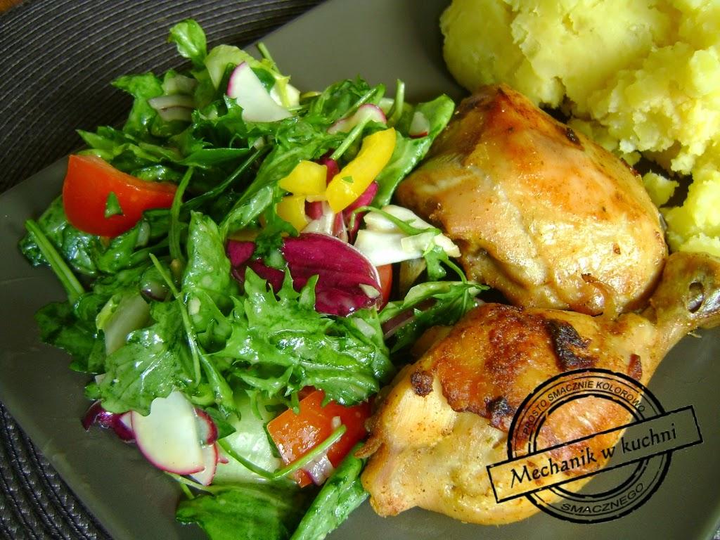 Mix sałat z sosem winegret mechanik w kuchni kurczak pieczony z sałatką w sosie vinegret
