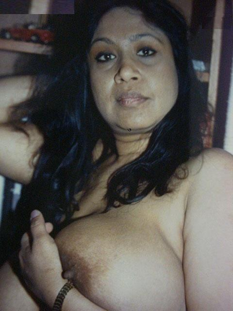 Indian Desi Aunty And Bhabhi Nude Photo: 35 Desi Housewife ...