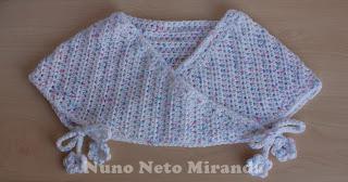 "alt=""Mommy's Hugs Shrug, crochet shrug, baby, ice yarns baby color, romeirinha crochet, bebé, crochet free pattern, instruções passo a passo"""