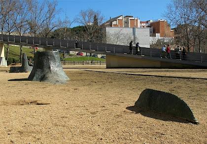 L'escultura el Submarí Soterrat als Jardins d'Hiroshima. Autor: Enrique milerenda