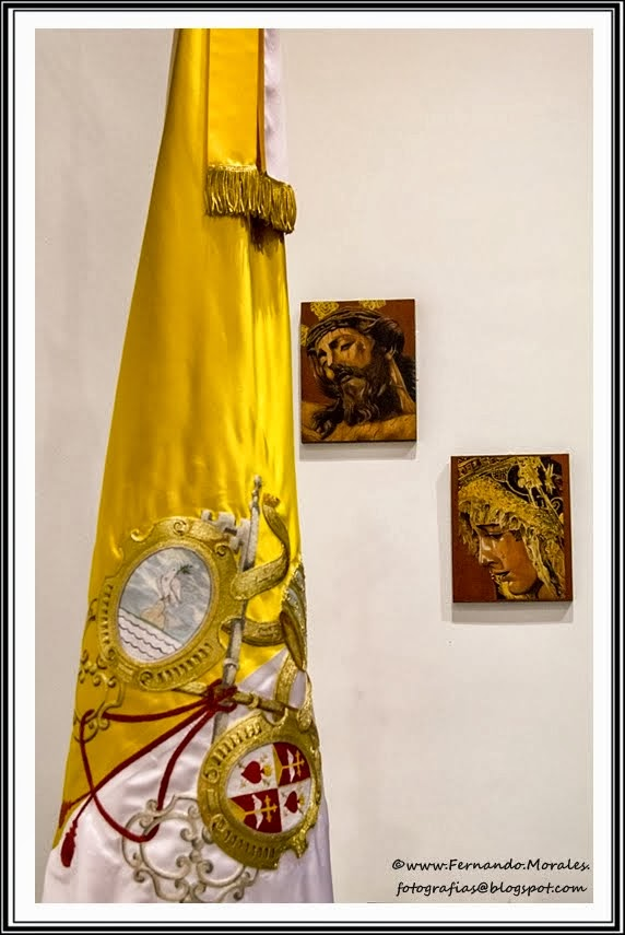 Bandera Pontificia Hdad. Santo Crucifijo de la Salud