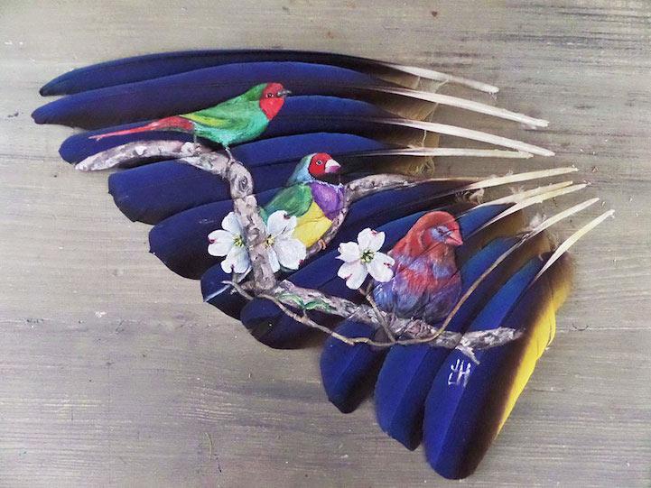 Intrincados retratos de animales pintados en delicadas plumas
