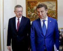 El ministro Alberto Ruiz-Gallardón y Alberto Núñez Feijoo, en una reunión el 31 de julio. XOÁN A. SOLER