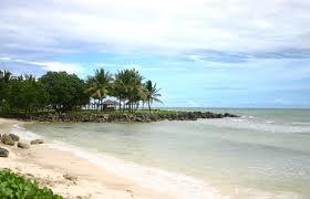Pasir putih Pantai Carita yang asri di Pandeglang