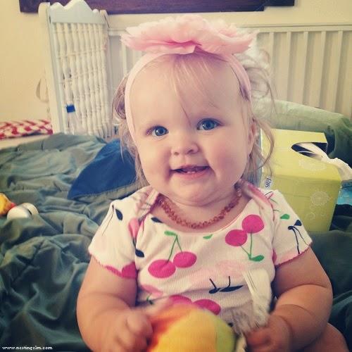 Photo bébé fille mignonne blonde