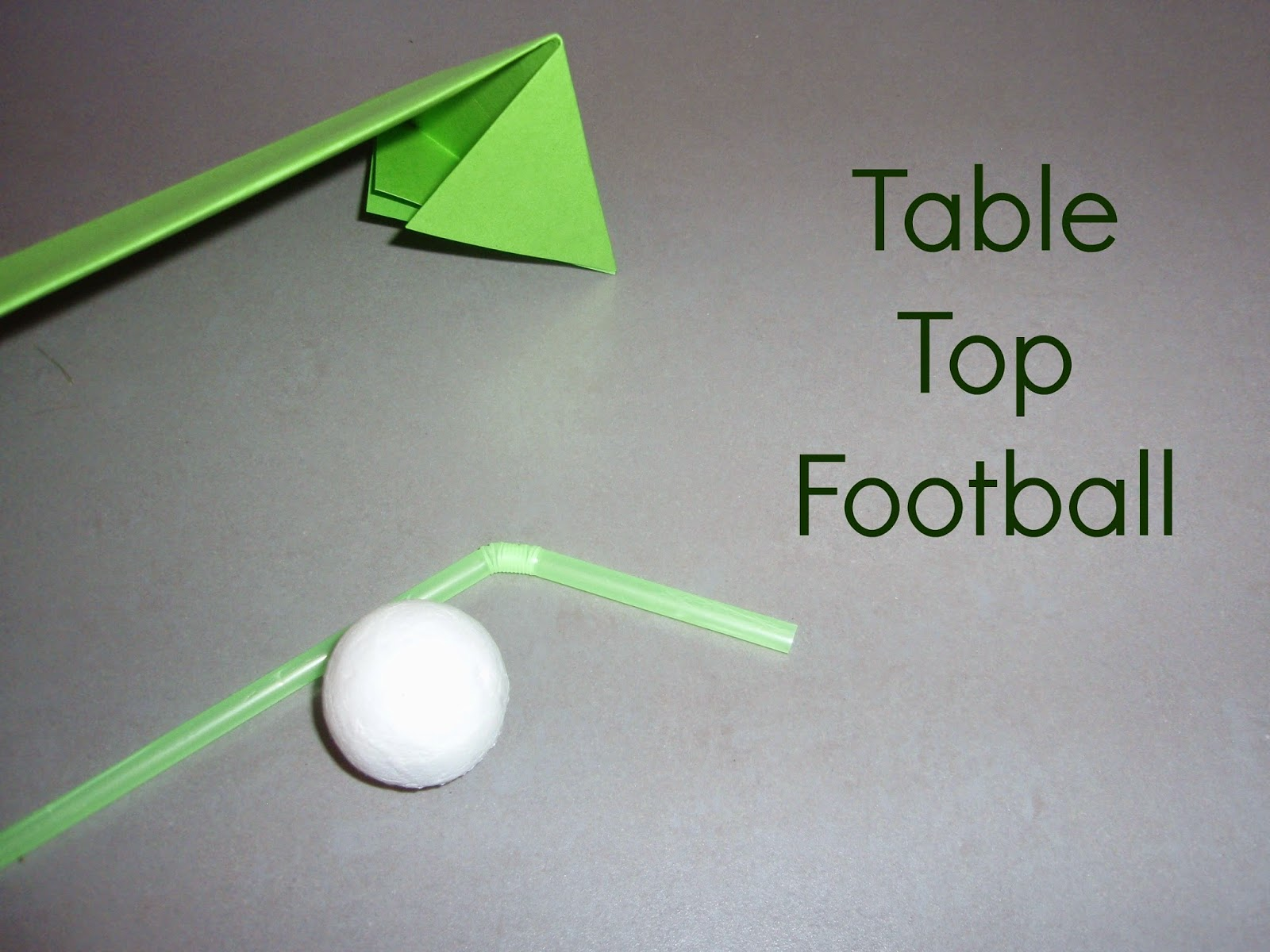 http://mothersmessymadness.blogspot.ch/2014/05/table-top-football.html