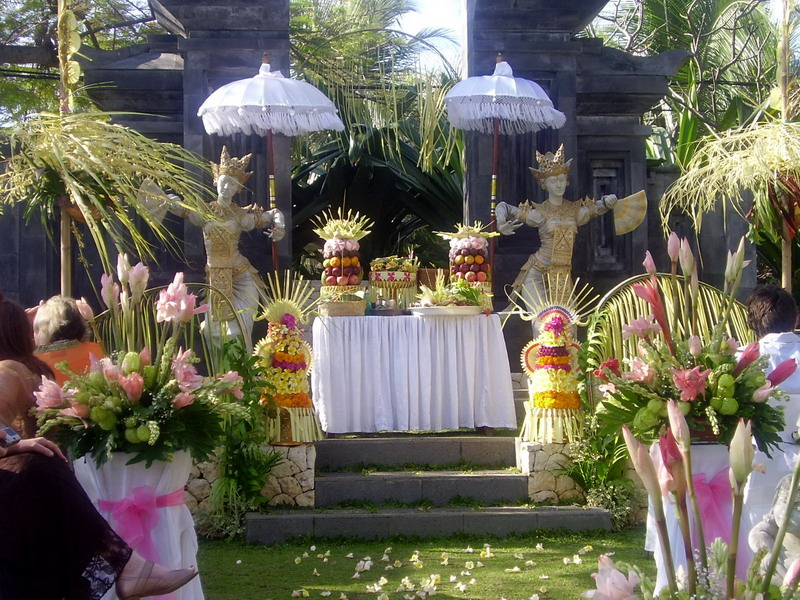 Traditional wedding decorations designs in bali for Bali wedding decoration ideas