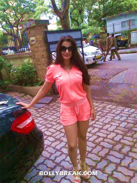 amisha Patel looks amazing in a coral colored jumpsuit - Amisha Patel in coral jumpsuit