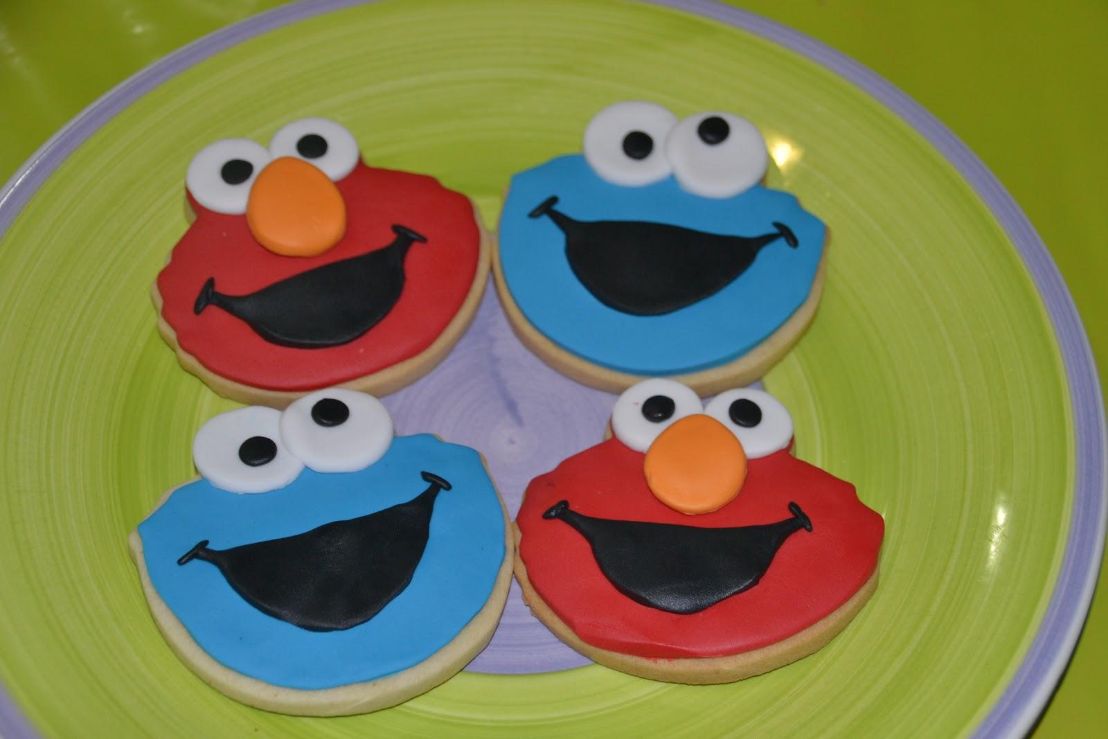 Las tartas de eva galleticas cookie monster y elmo tena muchas ganas de hacerlas porque compr los moldes y no encontraba el momento para darles uso me parecen muy simpticos estos personajes jeje voltagebd Images