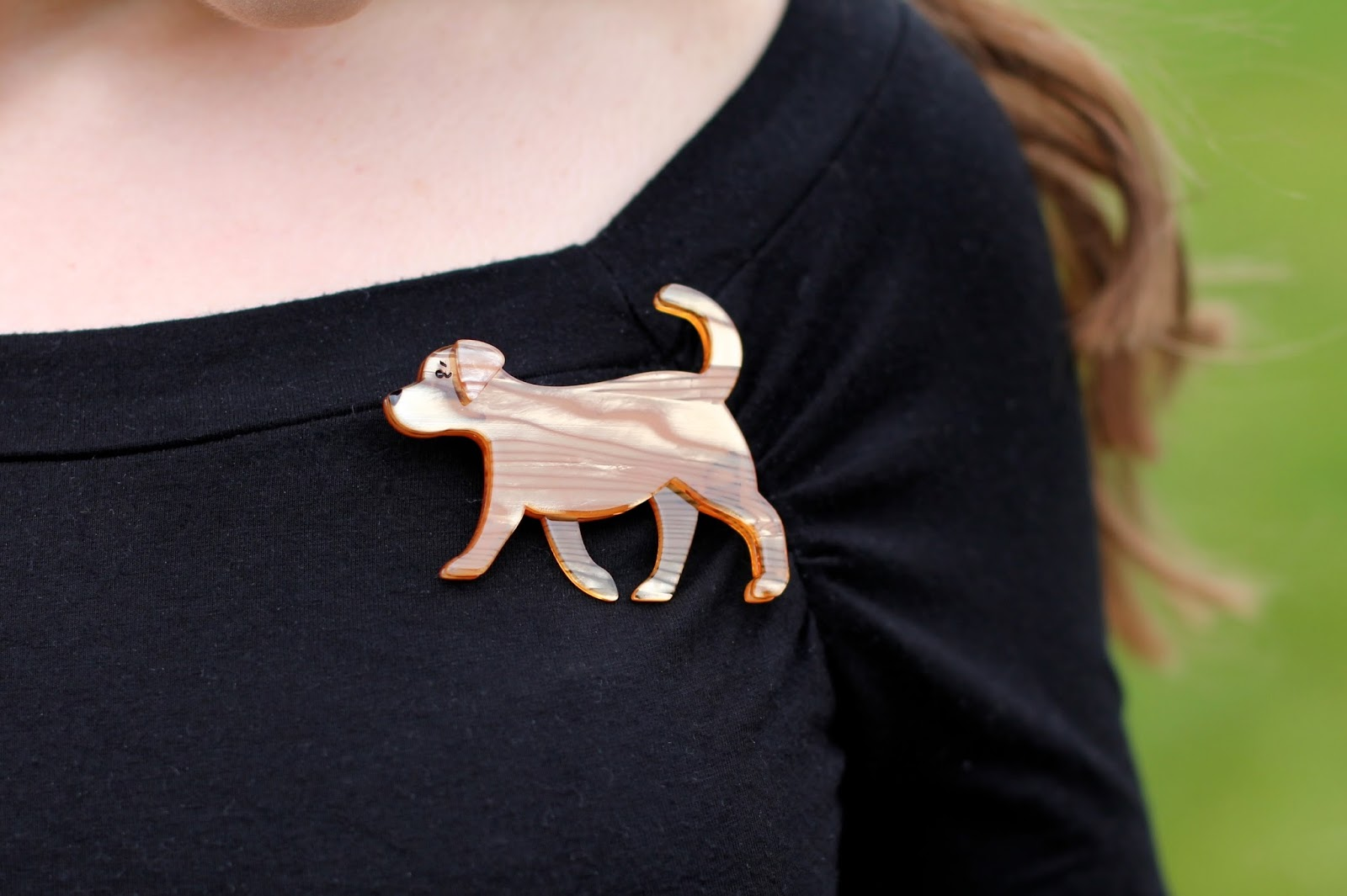 Erstwilder Goldie dog brooch