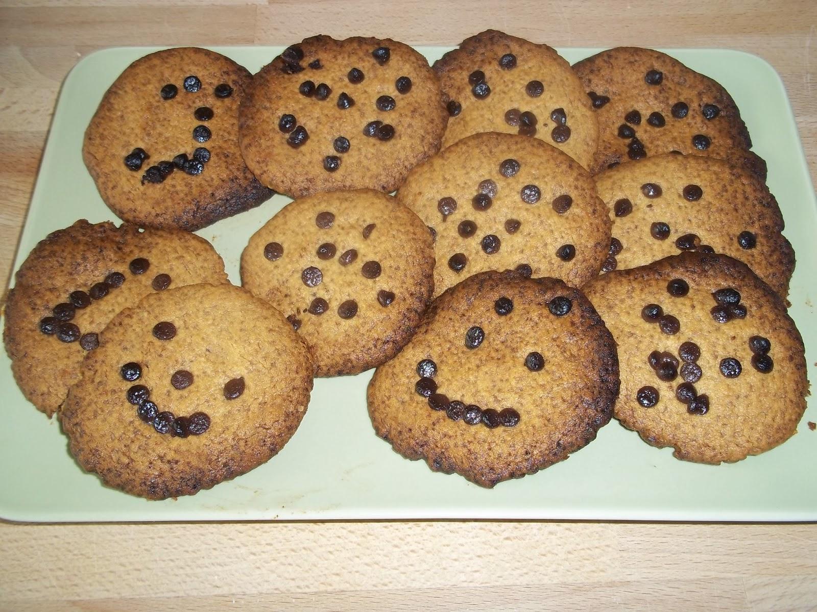 Cocinar con ni os 2 cookies con pepitas de chocolate for Cocinar 180 grados