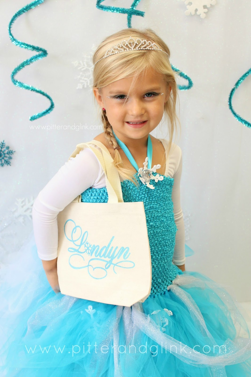 Turn a plain canvas bag into a personalized Frozen-inspired Halloween treat bag. pitterandglink.com