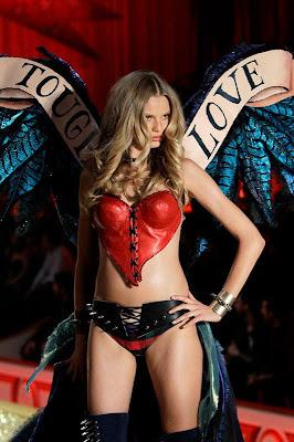 lingerie model in victoria secret show_FilmyFun.blogspot.com