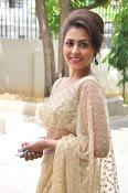 Madhu Shalini sizzling in saree-thumbnail-6