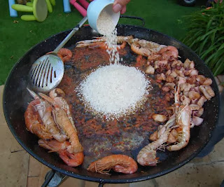 adding rice seafood paella recipe