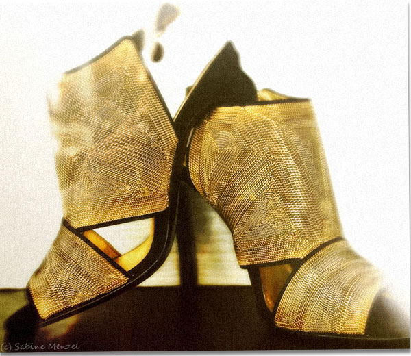 Psynopsis Yves Saint Laurent Gold Sandals