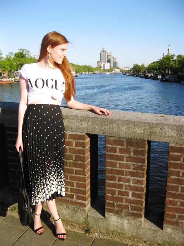 Monochrome Vogue Nederland blogger outfit