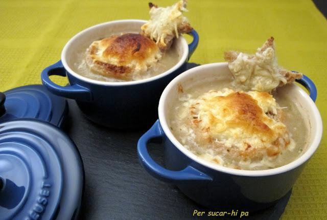 Sopa de cebolla gratinada - Recetas con pan duro