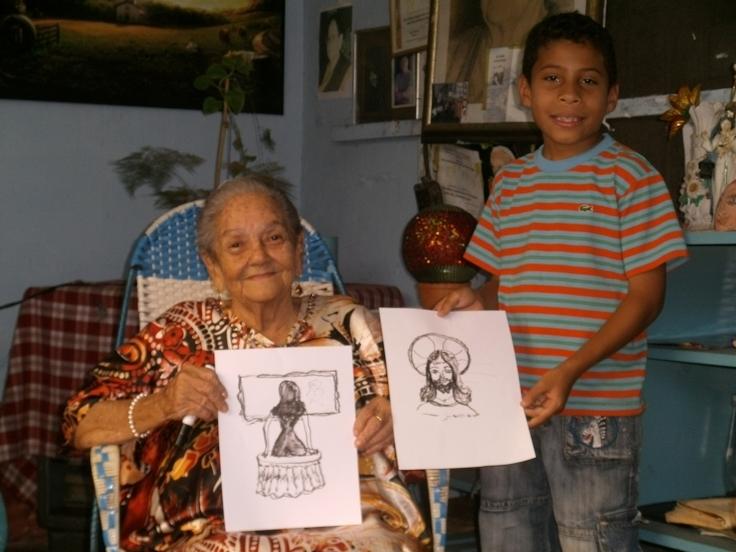Con Juancito Ruiz Idrogo el Jr la Maestra Isaura muestra sus dibujos a mano alzada... TAGS:upata,Cultu,cultura,Patri,patrimonio cultural