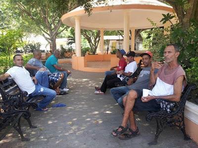 PERSONAJES DE BAITOA EN EL PARQUE MUNICIPAL