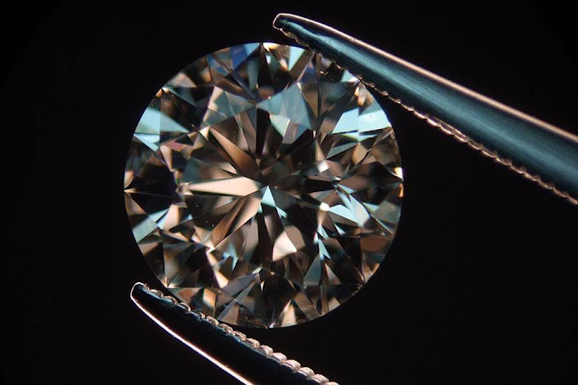 GIA diamonds and non-Certified diamonds buyers, Fancy Color Diamonds