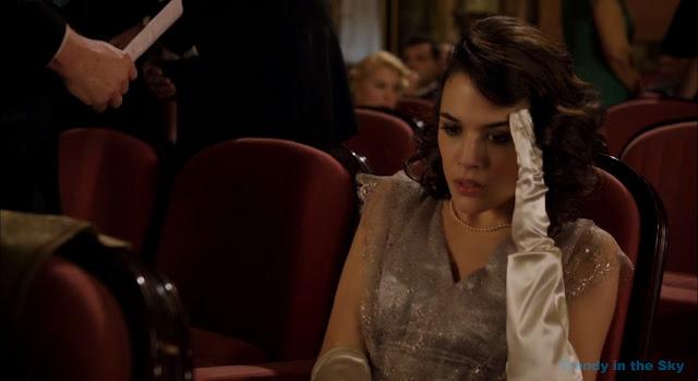 Sira Quiroga vestido plateado. El tiempo entre costuras. Capítulo 8.