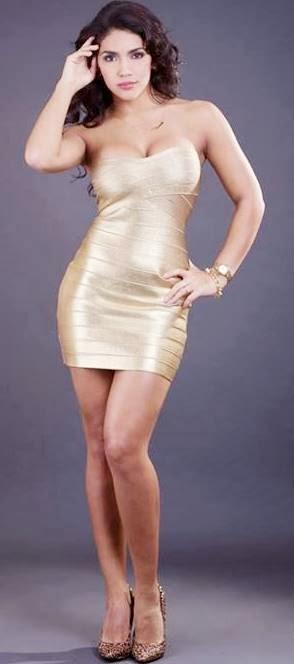 Vania Bludau con vestido dorado