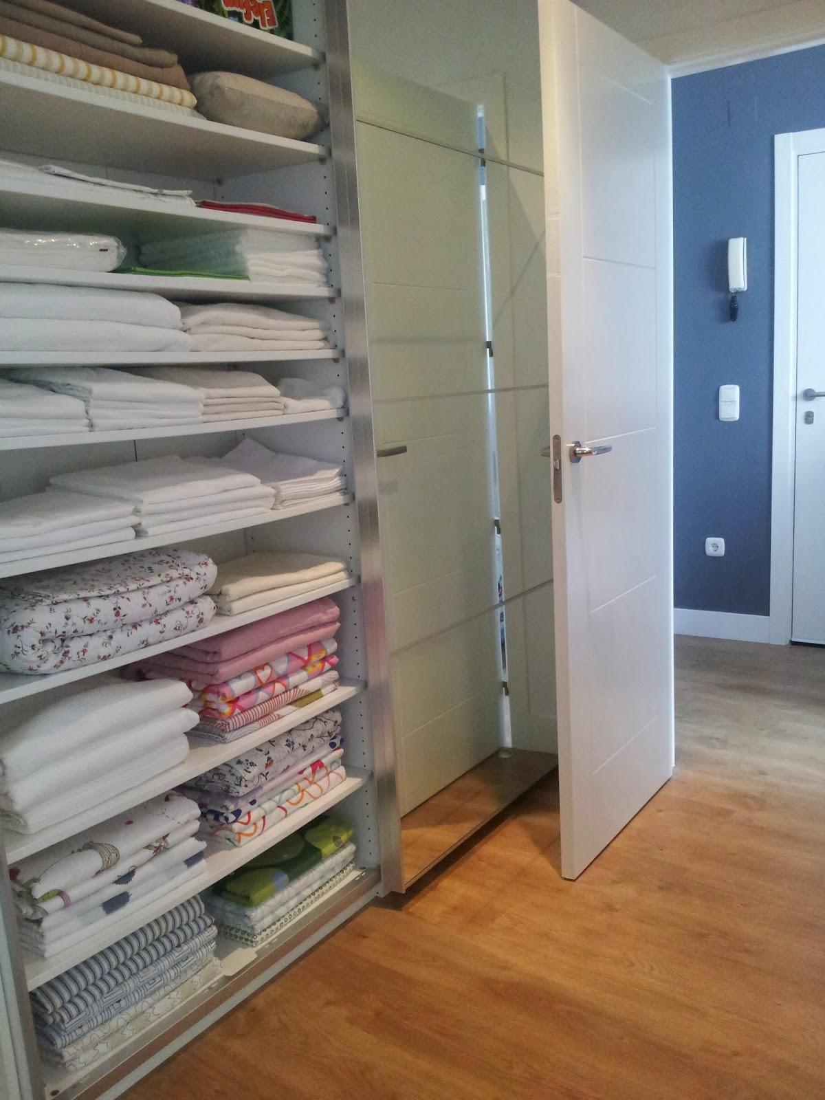 Un armario para organizar la ropa de casa con pax mi - Armario ropa blanca ...