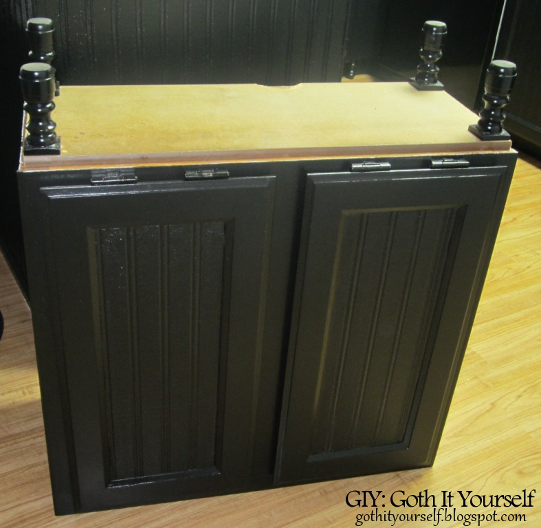 giy goth it yourself kitchen makeover diy trash bin. Black Bedroom Furniture Sets. Home Design Ideas