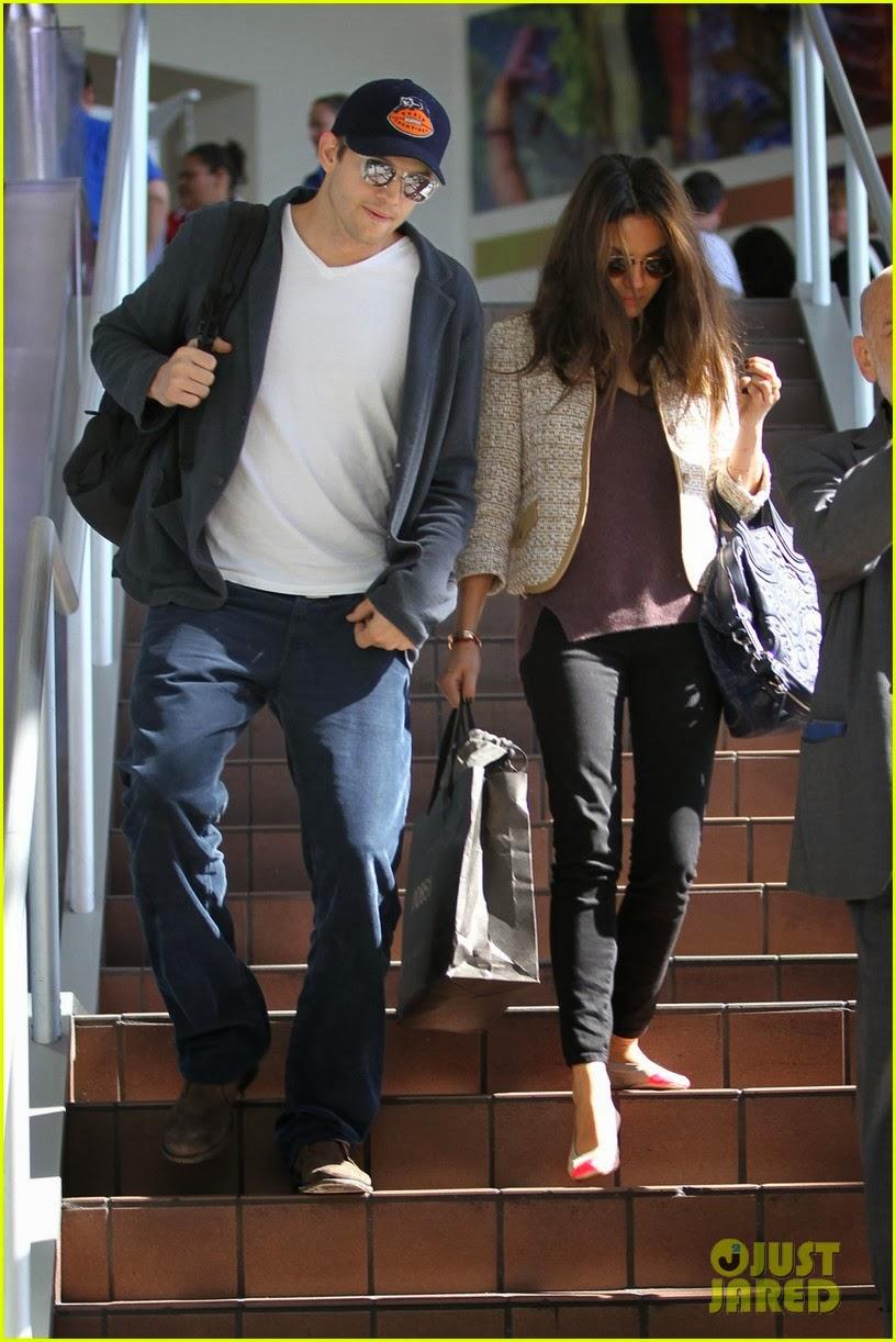 Ashton Kutcher & Mila Kunis @ Lax Airport