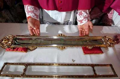 Relicário é aberto nas exposições solenes na catedral de Prato