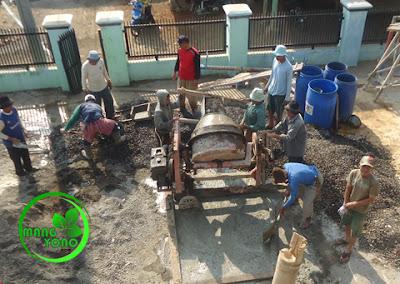 FOTO : Adukan cor beton siap di naikan.