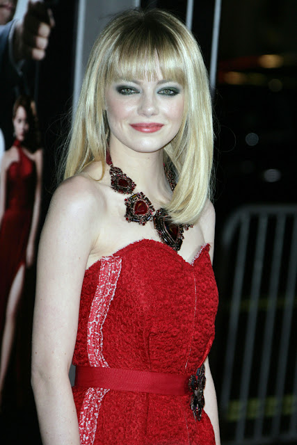 Emma Stone, Emma Stone cocktail dress, Emma stone statement necklace, Hollywood celebrity statement necklace