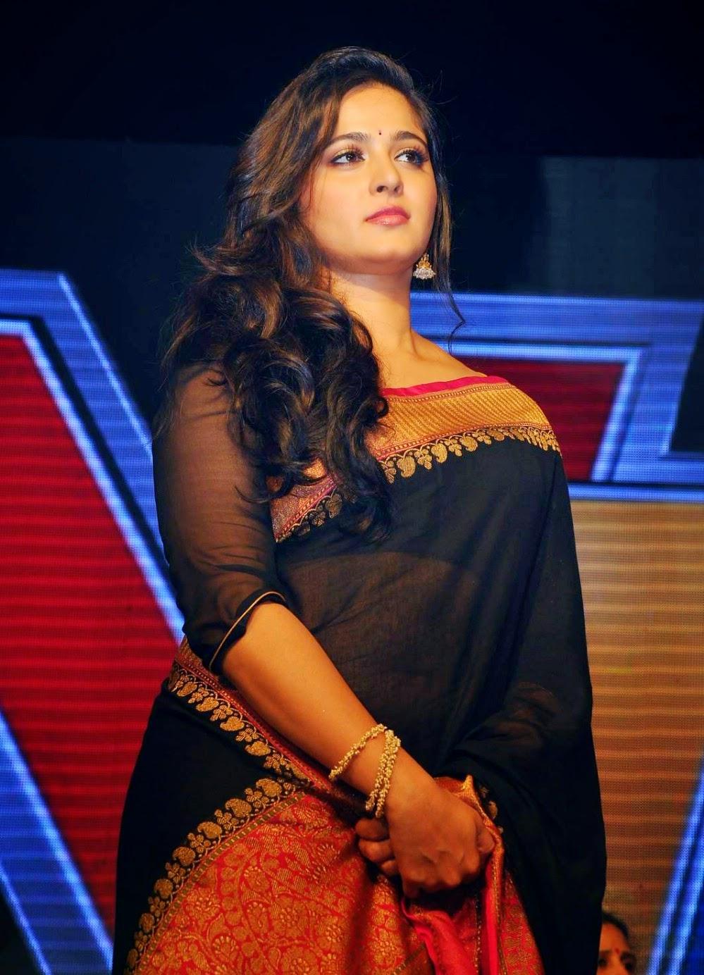 Anushka Shetty cure pics in sari