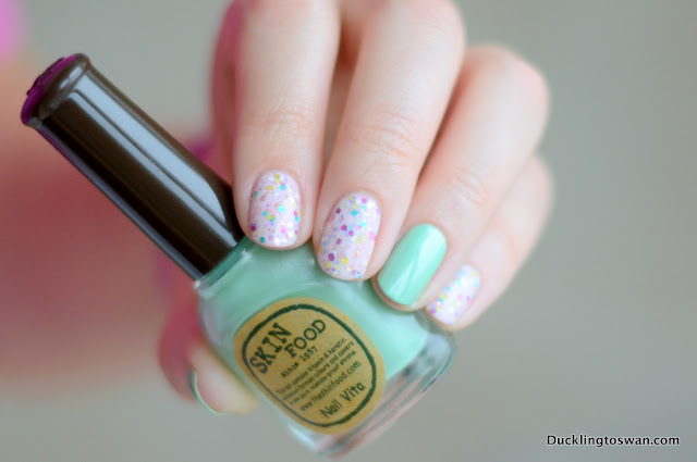 Innisfree ducklingtoswan glitter nail polish