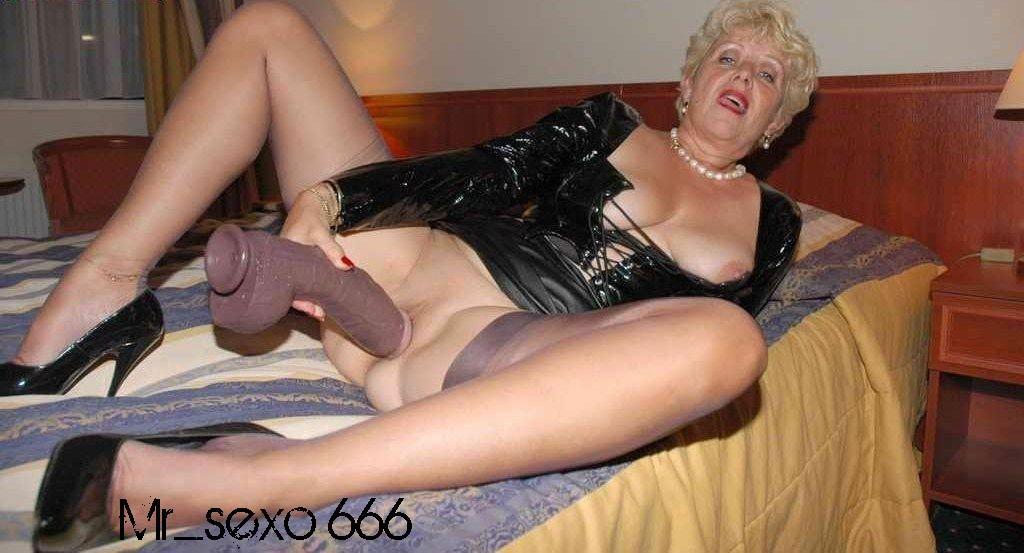 cachonda desnuda abuela