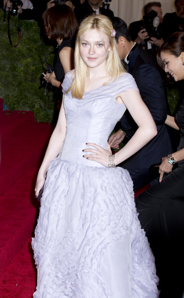 Dakota Fanning Gorgeous in a Louis Vuitton Gown at 2012 Met Gala