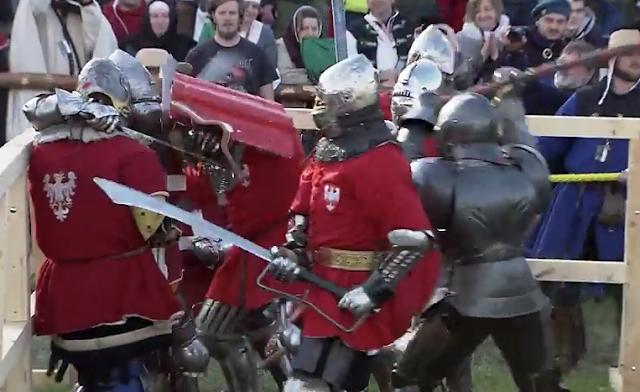 """""""Ιππότες"""" από όλων τον κόσμο διαγωνίζονται στο δεύτερο ετήσιο Μεσαιωνικό παγκόσμιο πρωτάθλημα"""