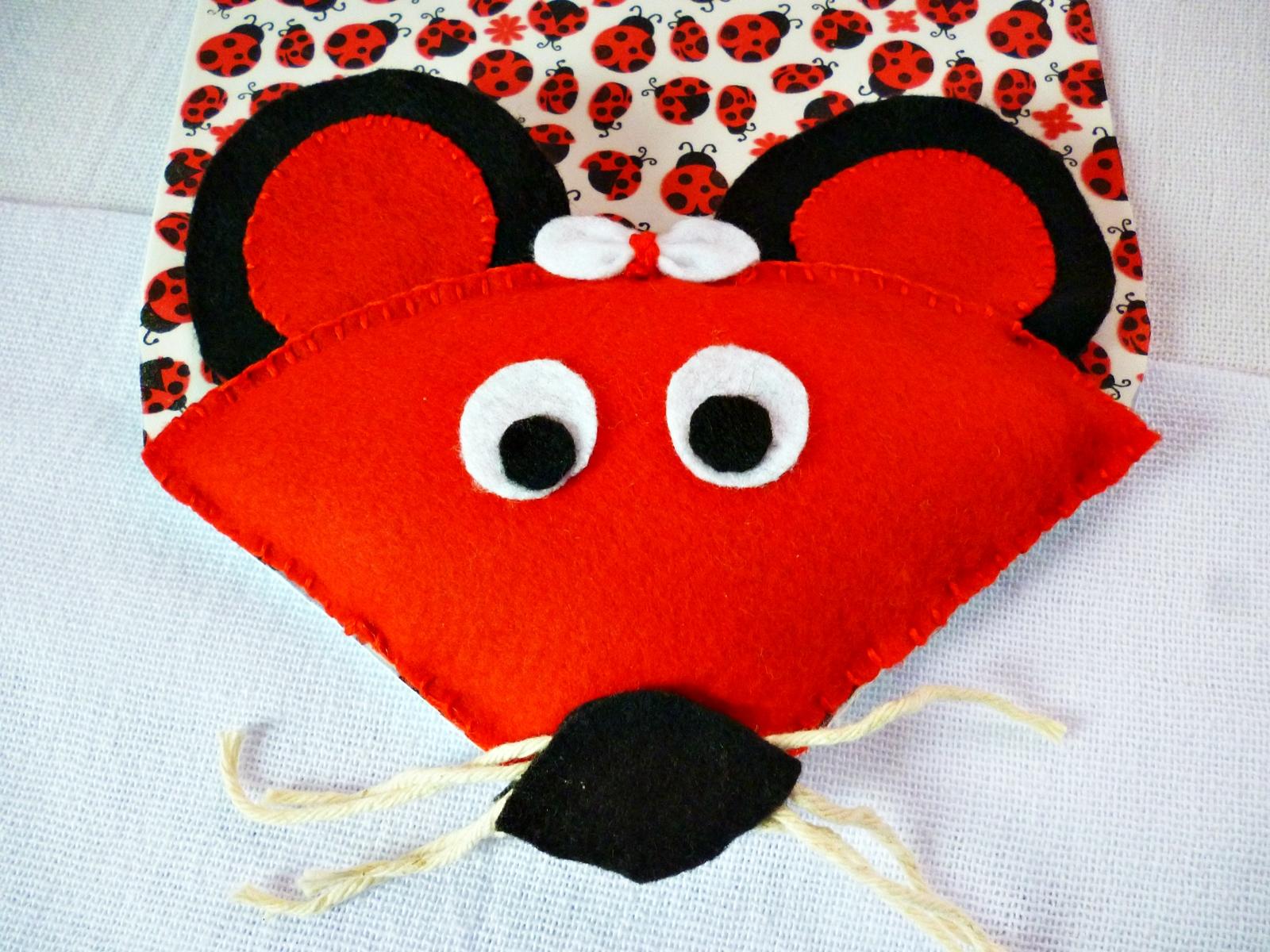 mouse pad em feltro e EVA em formato de ratinho