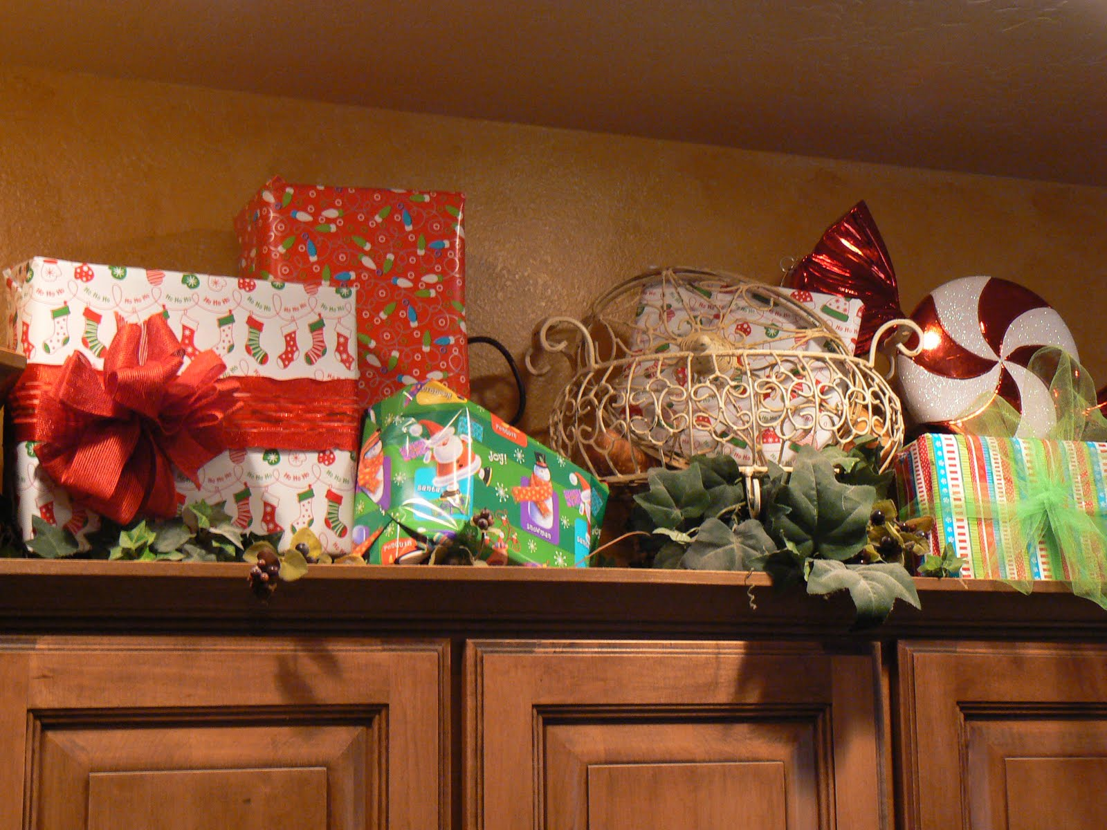 decorating top of kitchen cabinets for christmas house