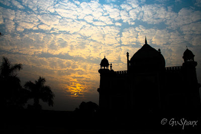 Safdarjung tomb setting sun evening