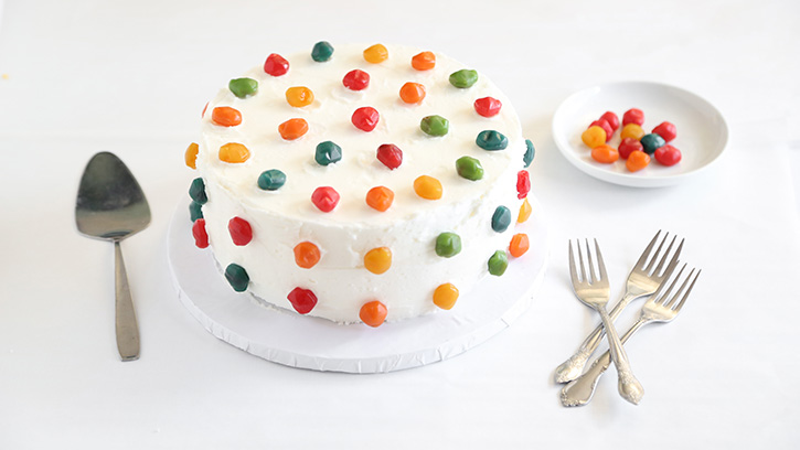 Easy Cake Decorating At Home : 5 Easy Cake Decorating Ideas with Fruit Snacks Sprinkle ...