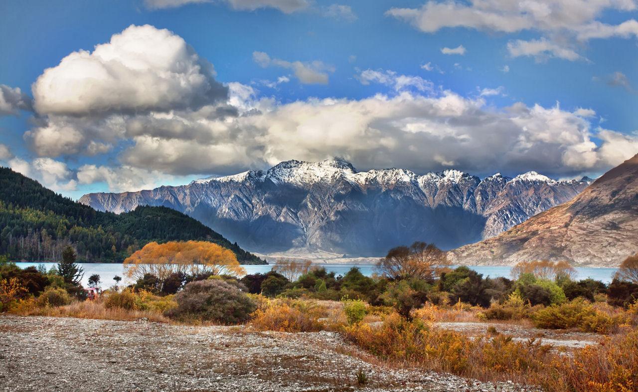 Panorámica de las montañas junto al lago - Paisajes