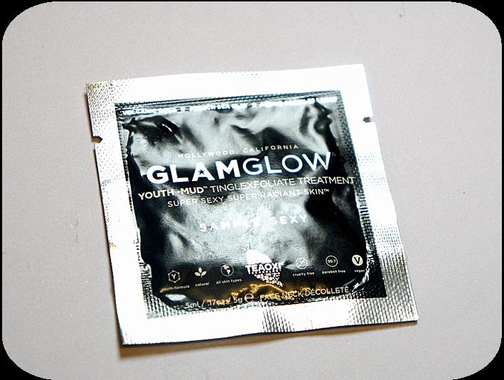 Yolanda G: ♥ GlamGlow Youth Mud Tinglefoliate Treatment