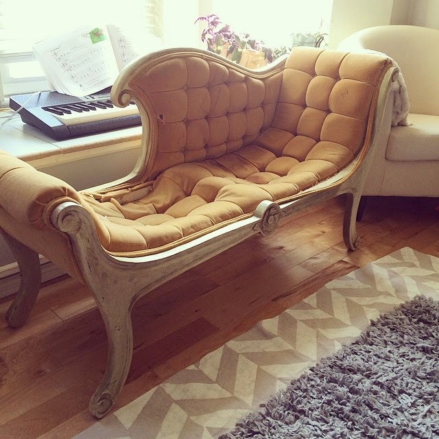 #thriftscorethursday Week 60 | Instagram user: thealabastervessel shows off this chaise